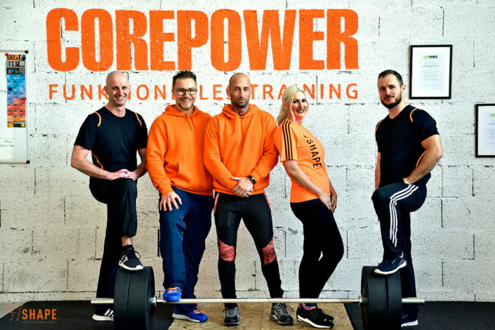 das Team vor der Corepower Wand